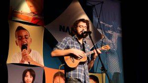 nguoi-moi-hoc-ukulele-nen-chon-ukulele-loai-nao 2