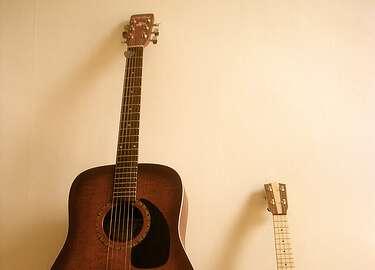 ukulele và guitar